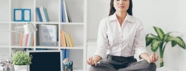 Esercizi di postura in ufficio per evitare il mal di schiena