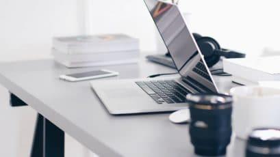 Come sistemare la scrivania gli oggetti indispensabili