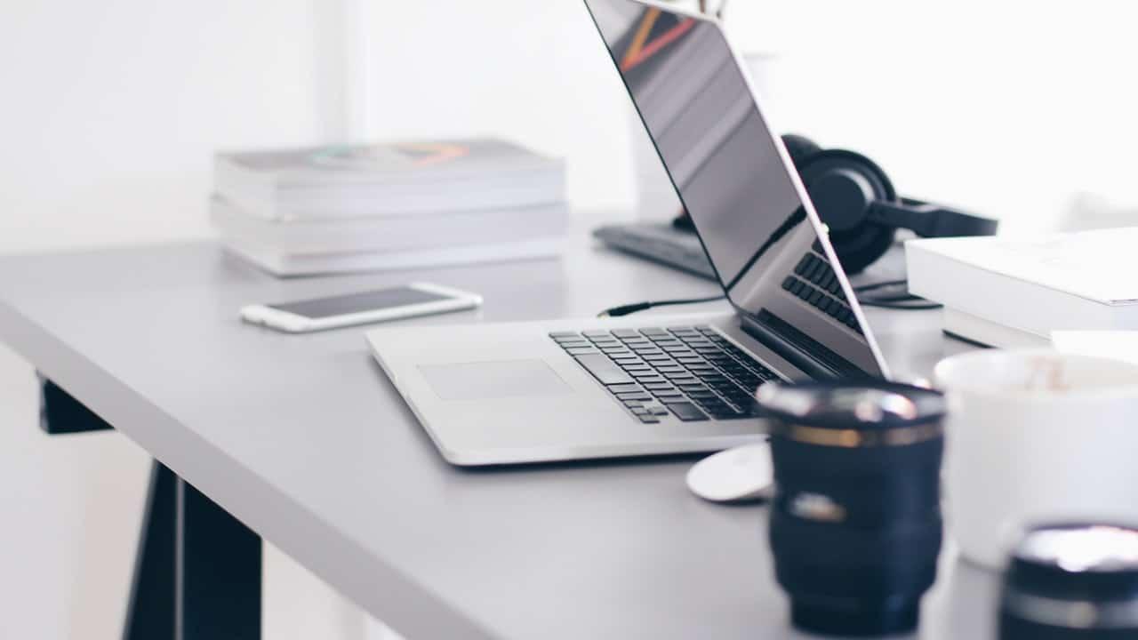 Scrivania Ufficio Oggetti : Come sistemare la scrivania: gli oggetti indispensabili jobrapido blog