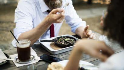 Pausa pranzo cosa mangiare per rimettersi in forma