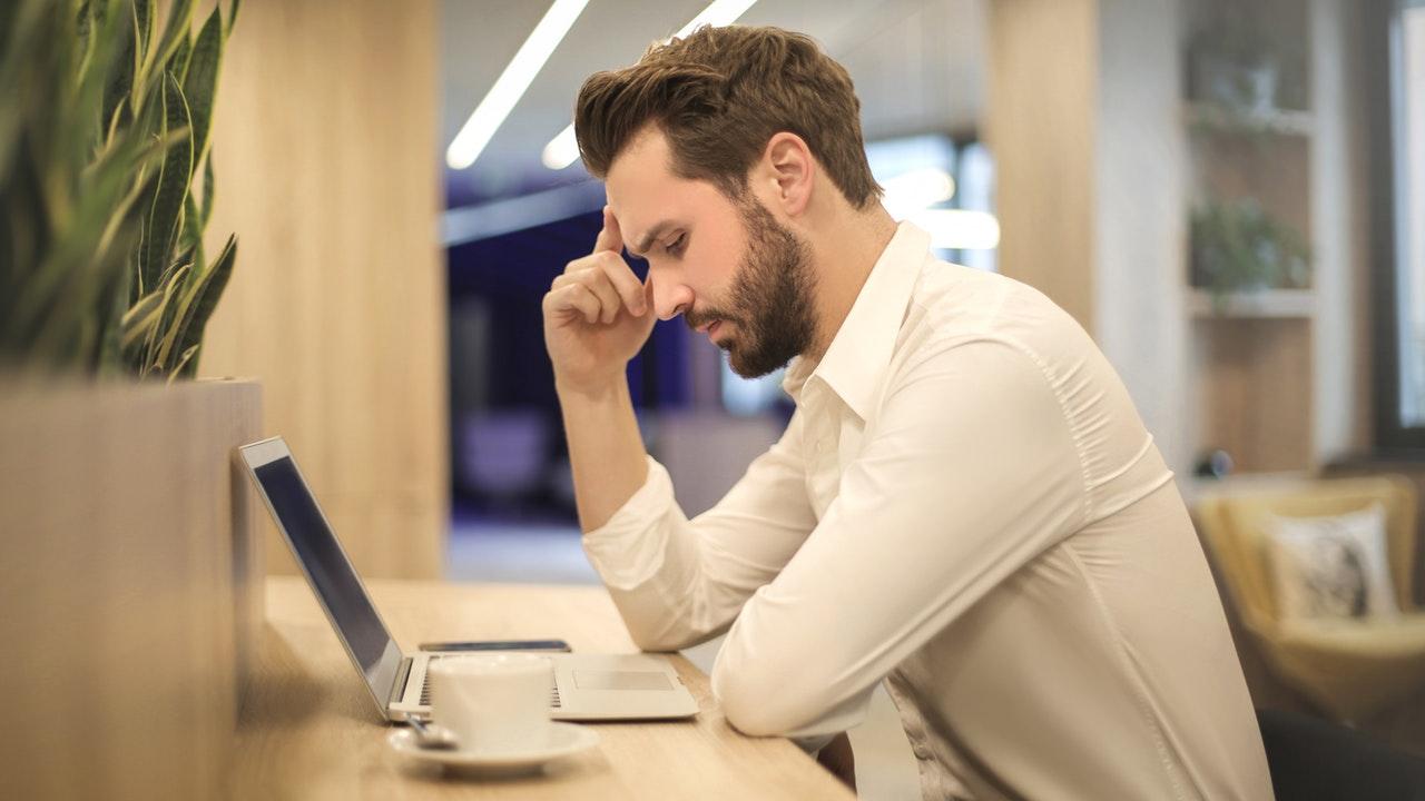 Ufficio Lavoro : Uomini d affari asiatici che lavorano insieme in ufficio lavoro