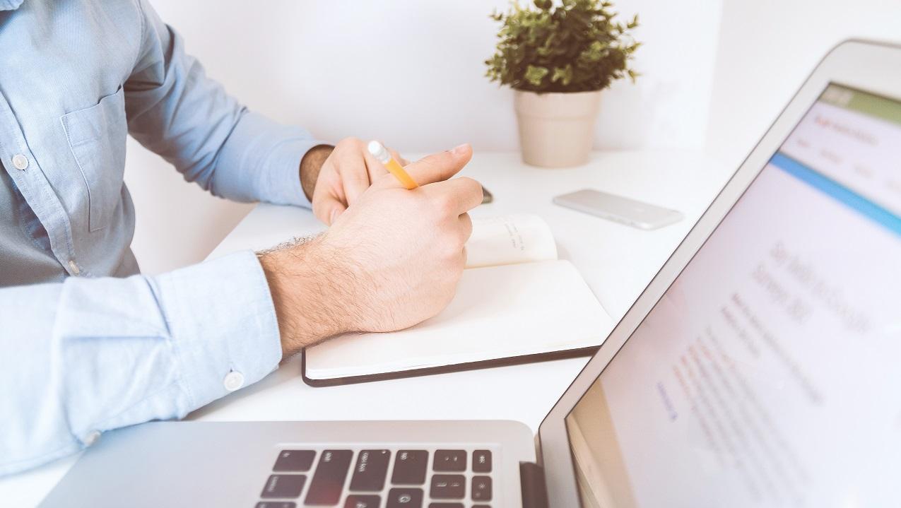 L'assunzione di venditori capaci è cruciale per qualsiasi attività commerciale. Per questo i recruiter devono elaborare strategie di assunzione complete per assumere i migliori talenti. Ecco come.