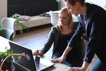 Per essere un buon leader sul lavoro, bisogna dare il buon esempio. Come? Seguendo sette pratici consigli che vi aiuteranno a raggiungere l'obiettivo.