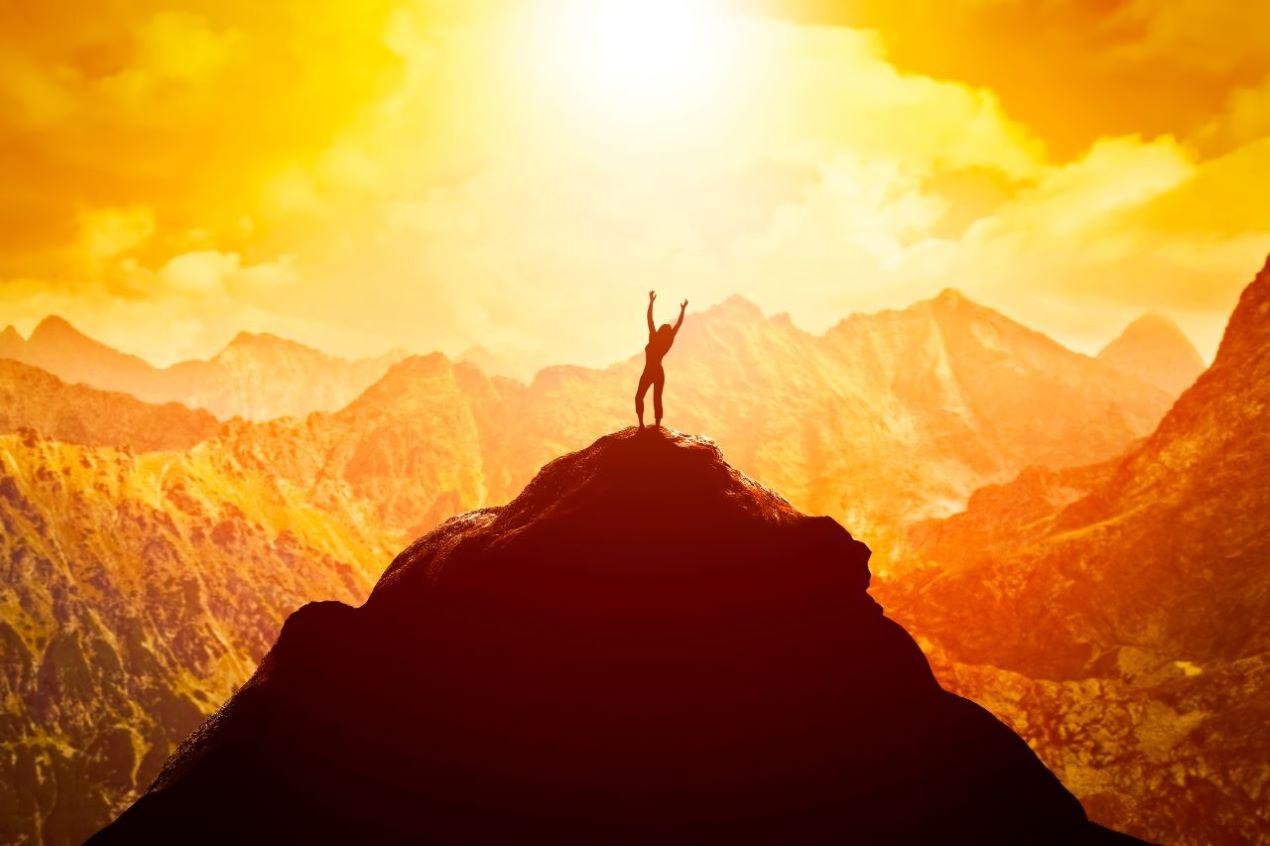 Concentrasi sui propri obiettivi, lavorare sul proprio curriculum e non smettere di credere in sé stessi sono gli ingredienti fondamentali per non mettersi in stand by, ma al lavoro, cercando di raggiungere i propri obiettivi professionali.